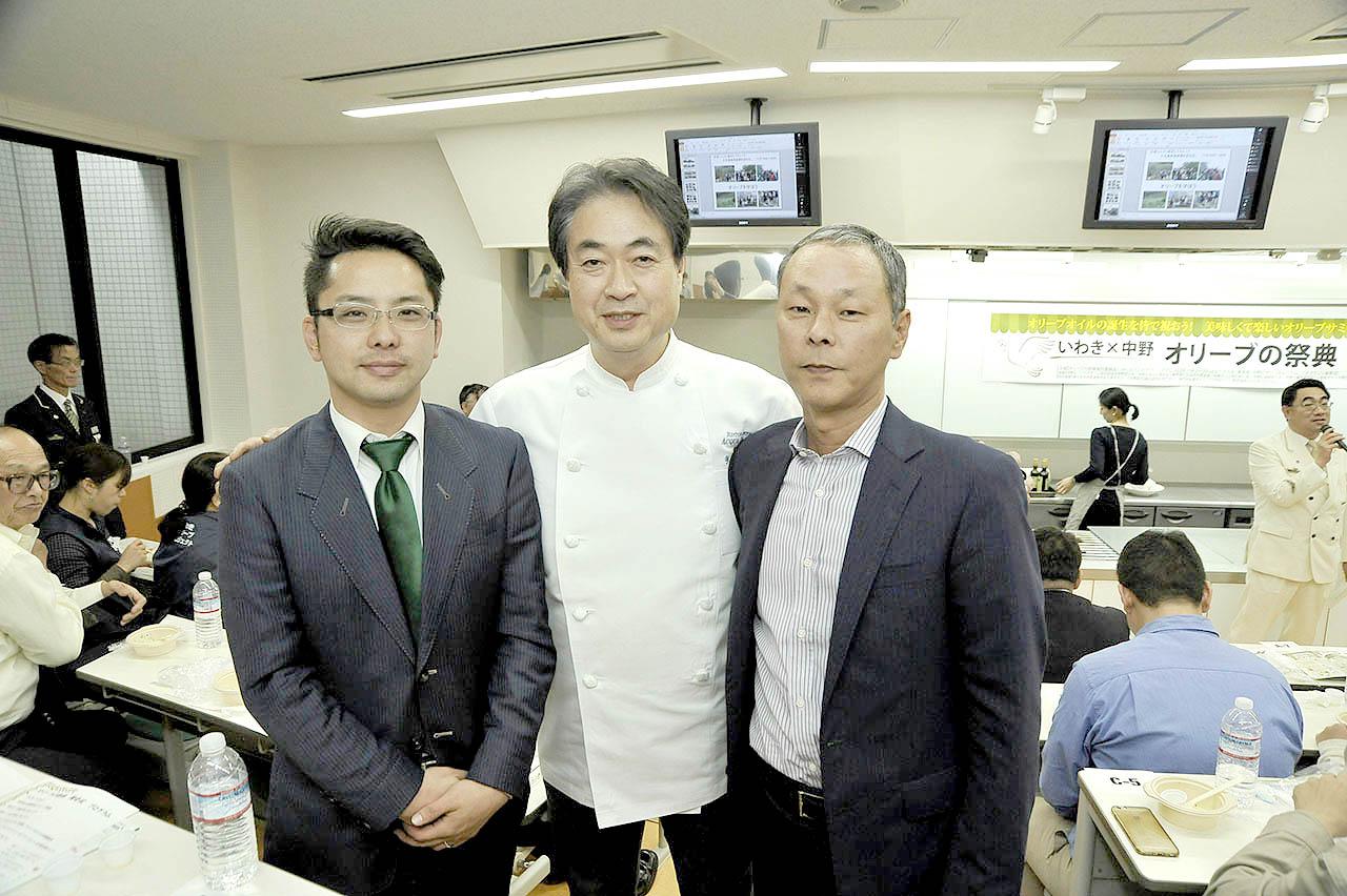 (左から)小豆島ヘルシーランドさん、日髙シェフ、高尾農園さん