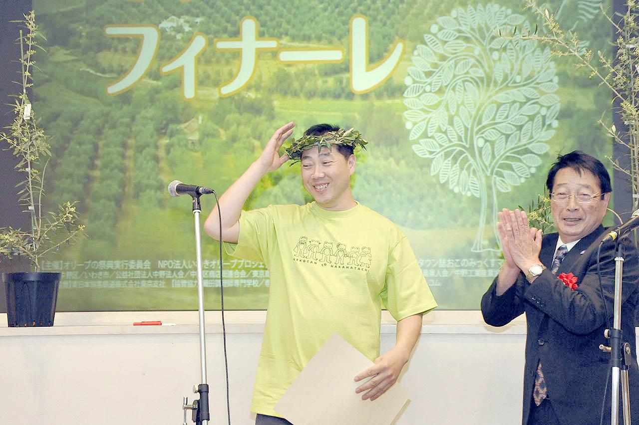 ひなさく堂さんとプレゼンター髙橋会長