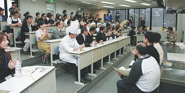 ▲織田調理師専門学校(逸品グランプリ審査風景)