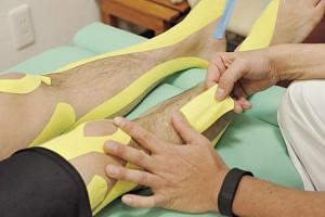 ▲なお、剥がすときはテープを浮かせ肌を押しつつ皮膚から離すようにすると痛くない